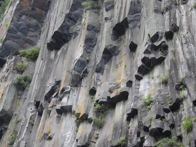 柱状安山岩