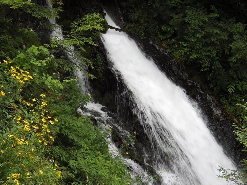 観瀑台左側の滝のような流れ