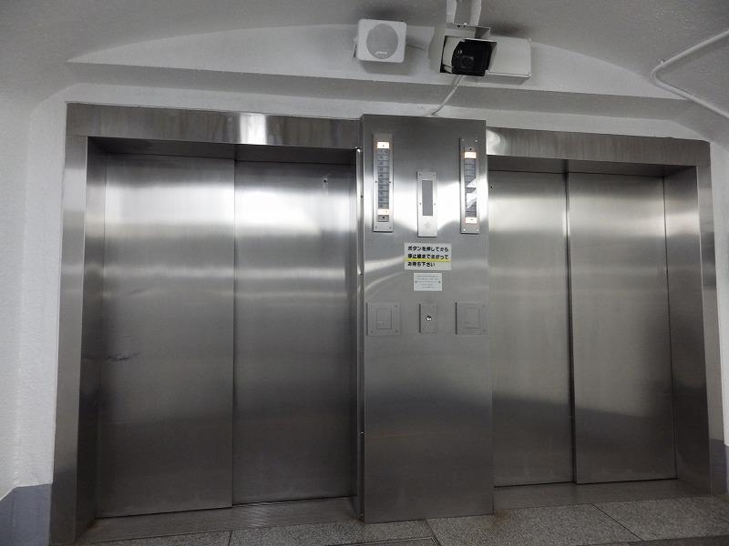 エレベーターを待ちます