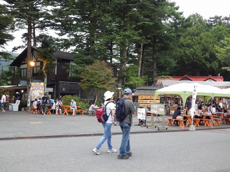 外には土産物屋や飲食店が沢山ありました。
