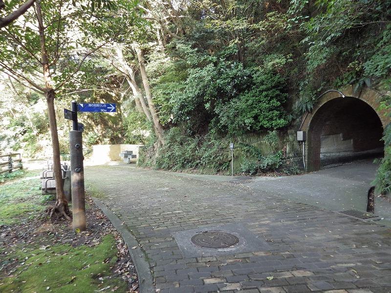 トンネルがあります