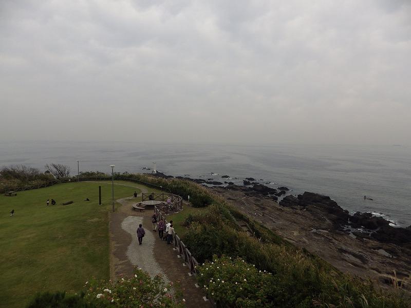 城ヶ島公園にある灯台をのぞむ