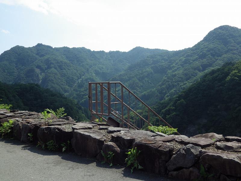 ダムの計測をする時に使う階段