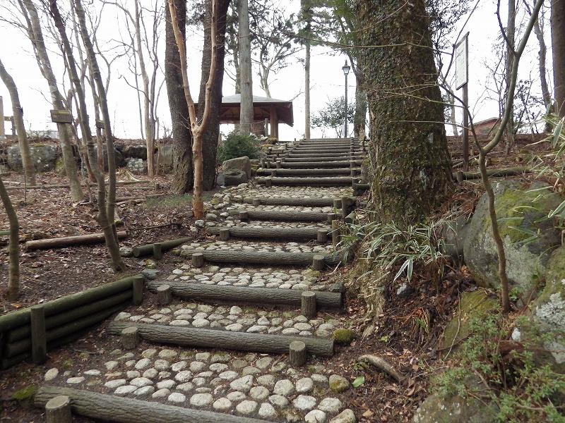 東屋への階段