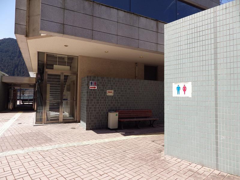 入口付近のトイレ