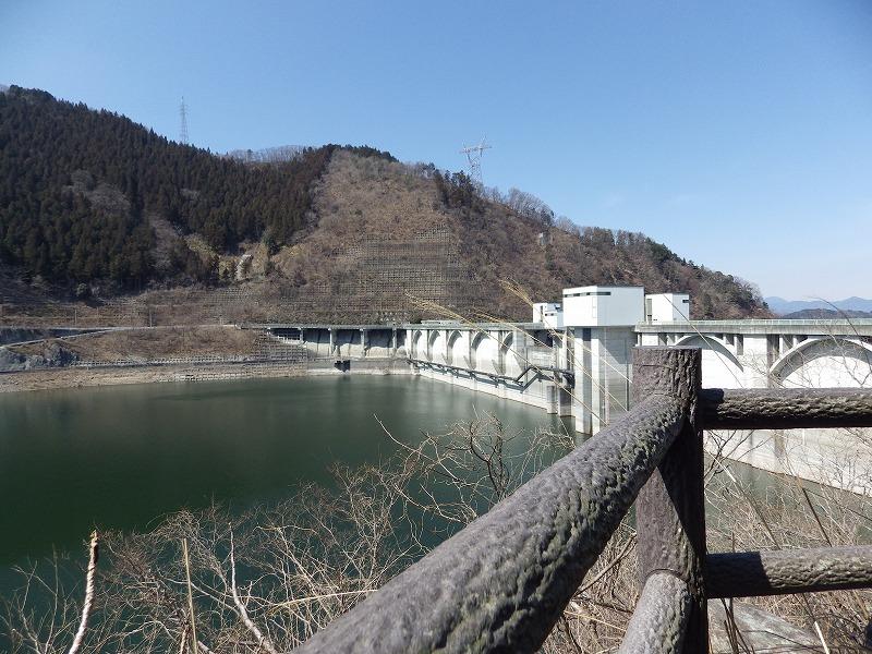周囲からのダム展望