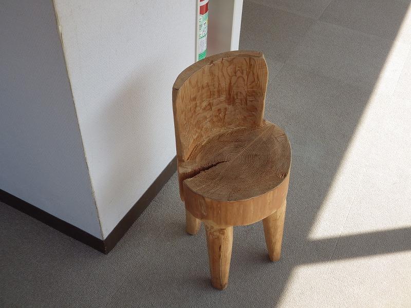 くりぬいて作った椅子