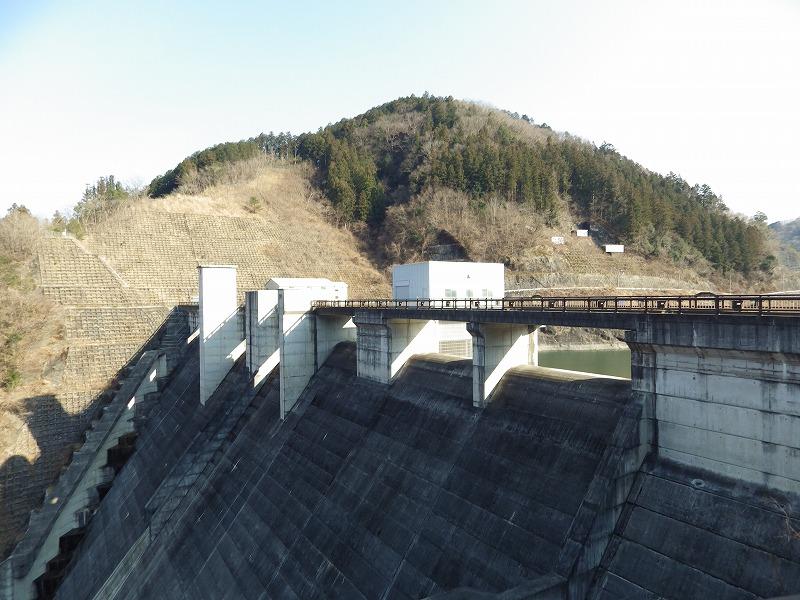合角ダム横から