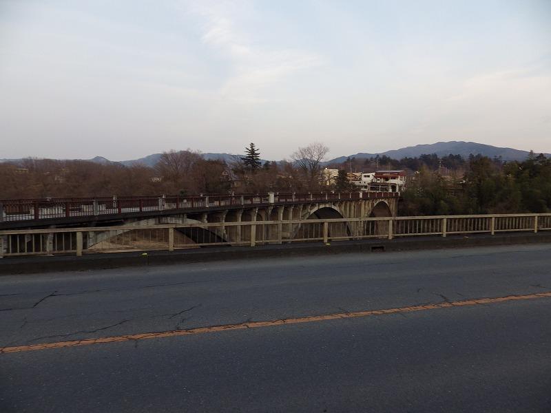 新秩父橋から旧秩父橋を眺める