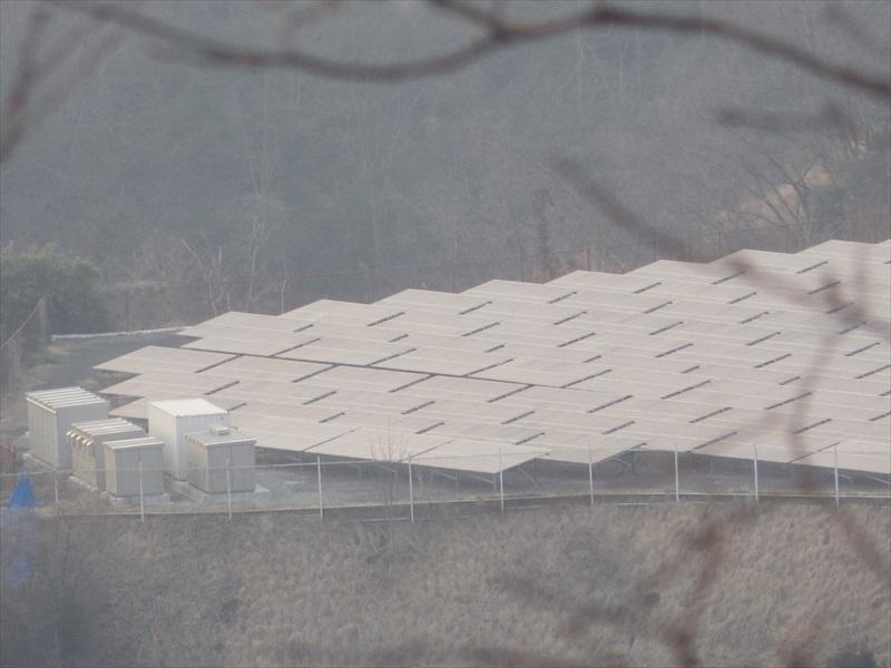 山頂から見えた太陽光発電設備