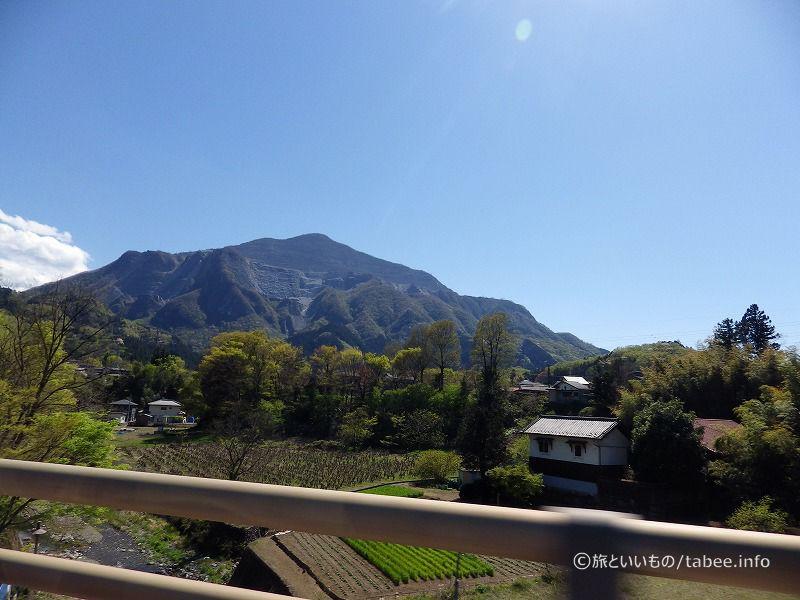 車中からの武甲山