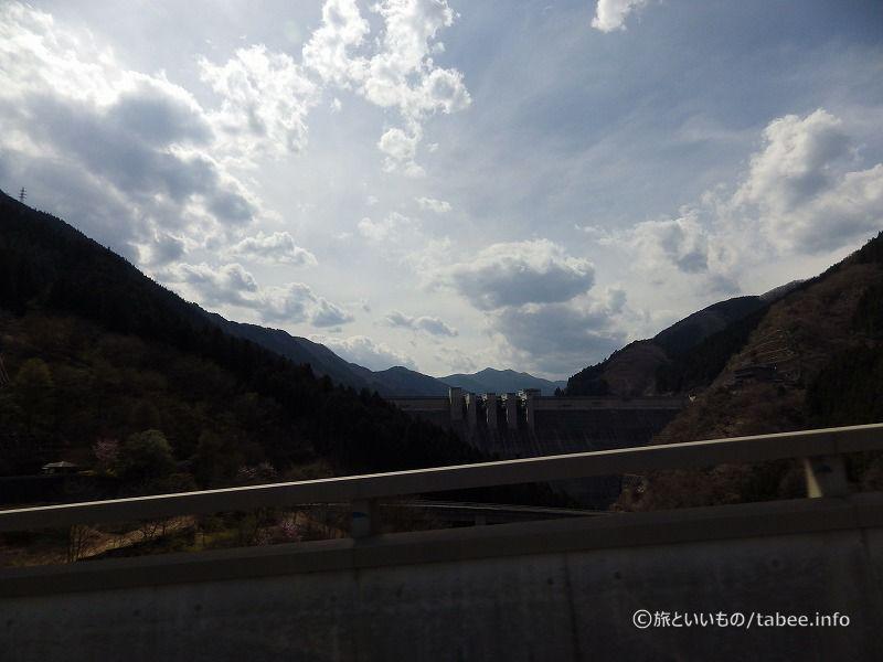 ループ橋と滝沢ダム