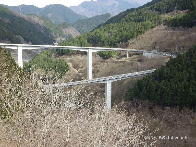 管理所からループ橋を眺める