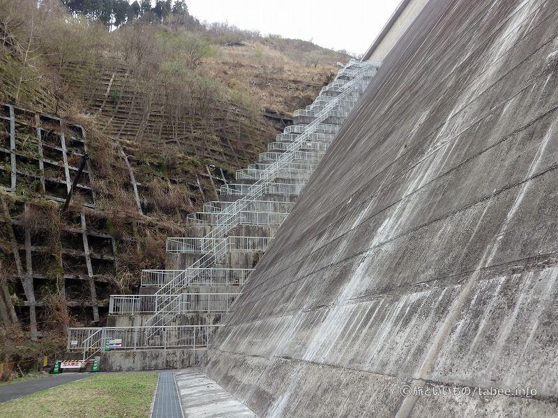 ダム横階段