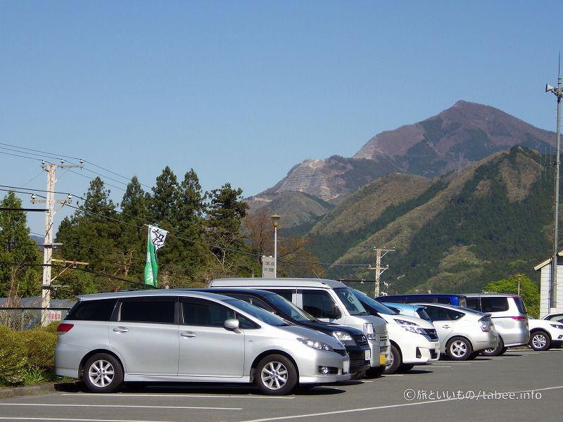 駐車場からは武甲山が見えます