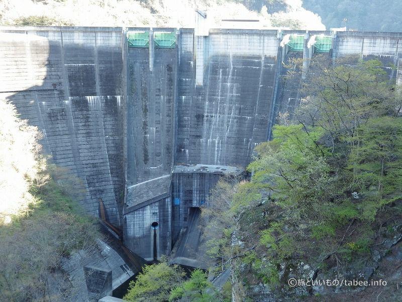 二瀬ダムの高さ95m、天端幅288.5m