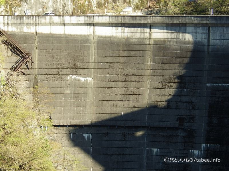 ダムのドア