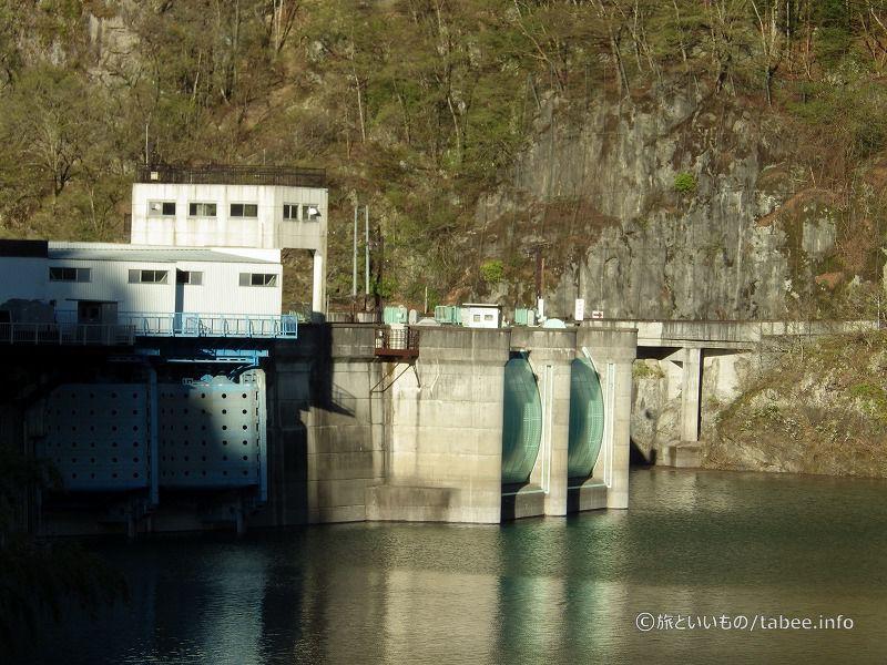 常用洪水吐に圧着式高圧ラジアルゲート