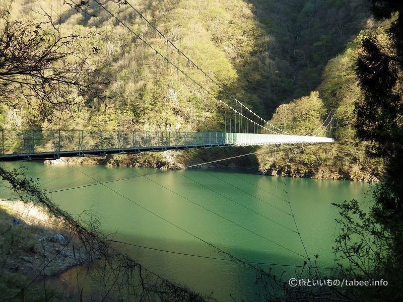 ダムから見えた吊り橋に来ました