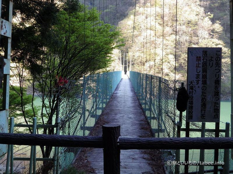 吊り橋渡った先は落石崩壊しているとの事