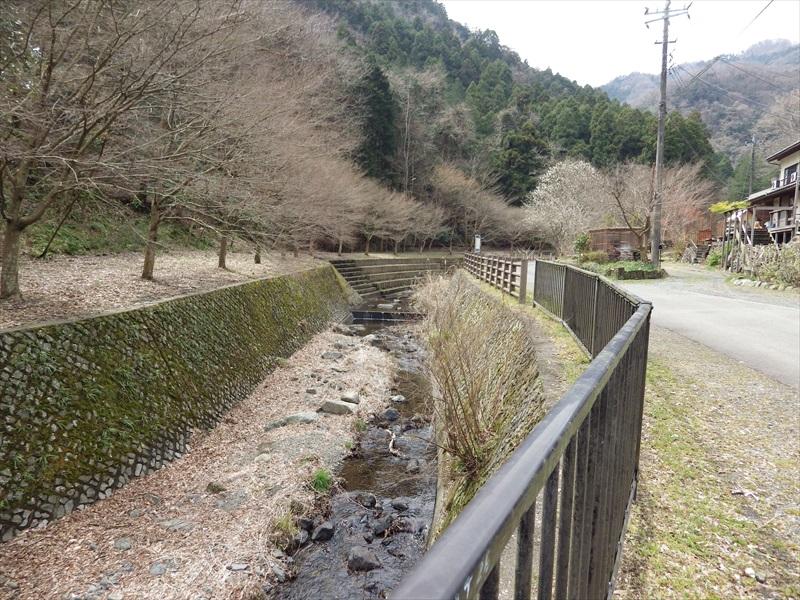 塩川滝からの流れ