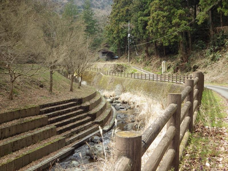 川淵の階段