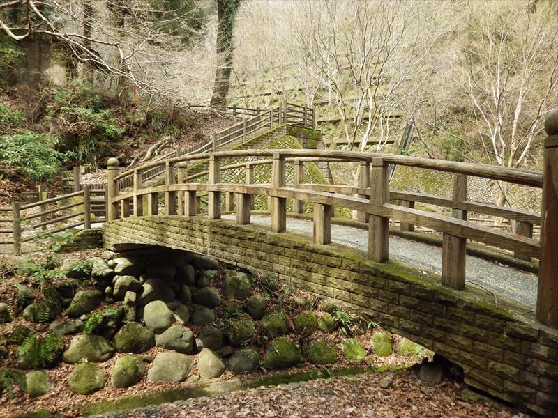 看板の前から見た橋