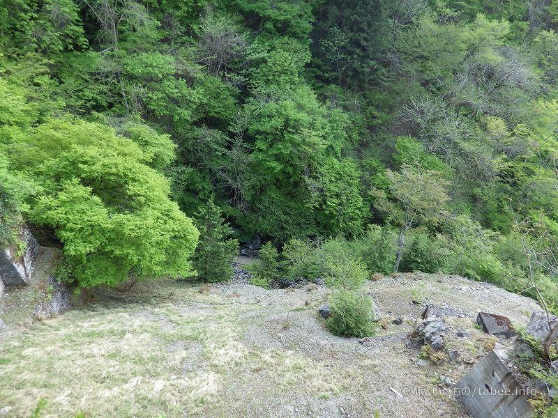 真下には竜門の滝が