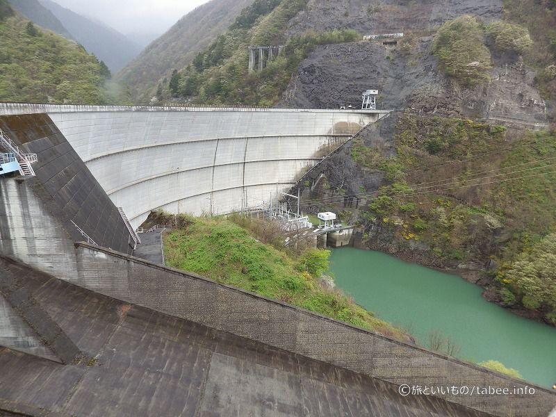 アーチ式ダム直下の発電設備
