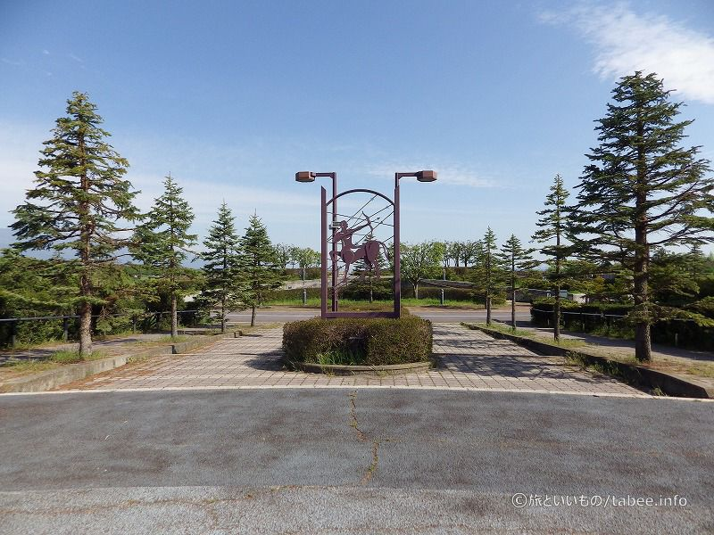 星座と干支のオブジェがある広場