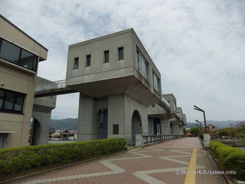 釜口水門と遊歩道