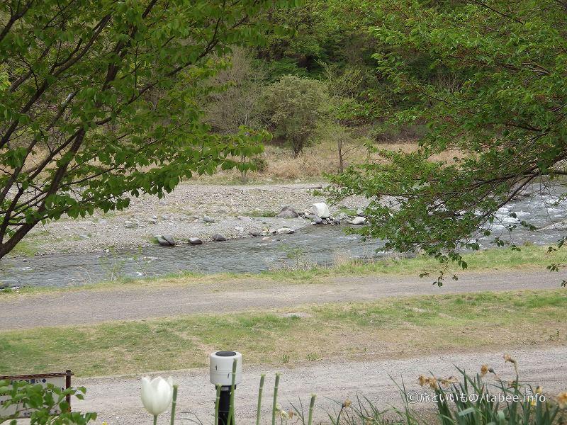 信州蔦木宿の横には川が流れています