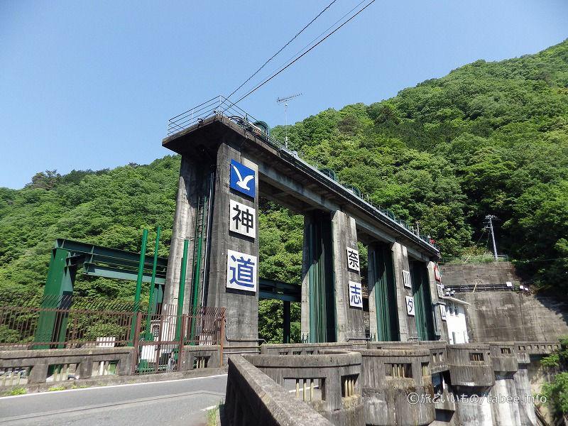道志ダム(右岸から)