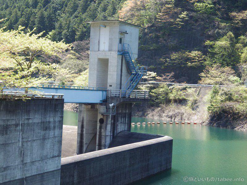 トンネル洪水吐のゲート2