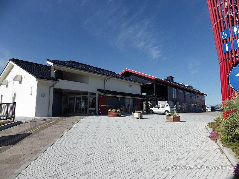 道の駅よつくら港交流館と情報館