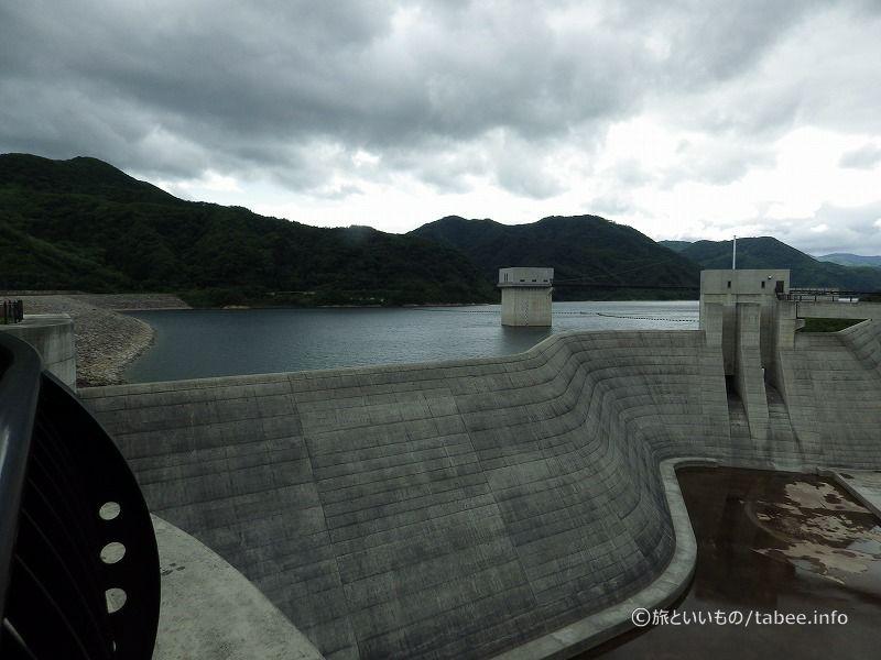 常用洪水吐と奥には取水設備