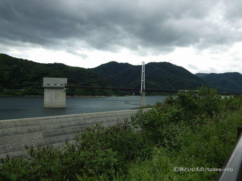 選択取水設備まで吊り橋があります