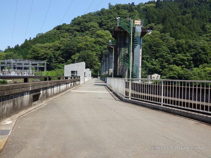 堤頂長は196.0メートル
