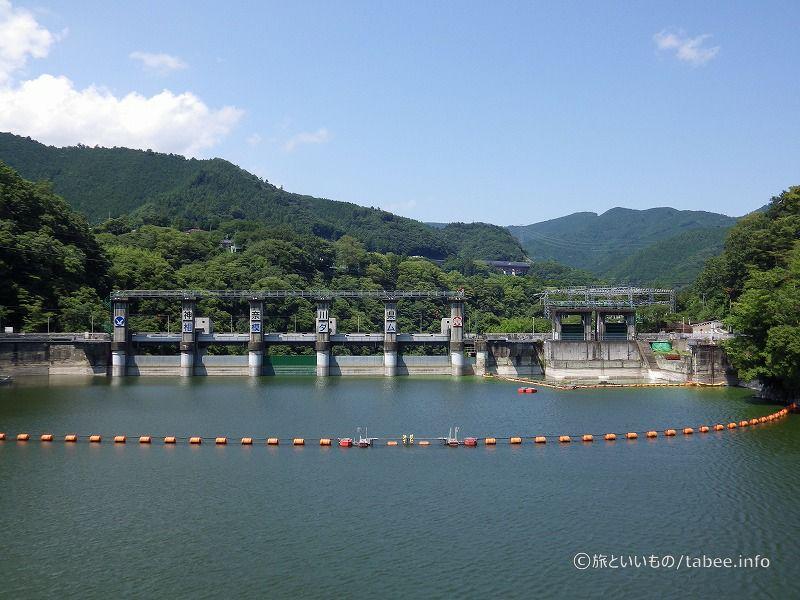 相模湖大橋から眺めた相模ダム