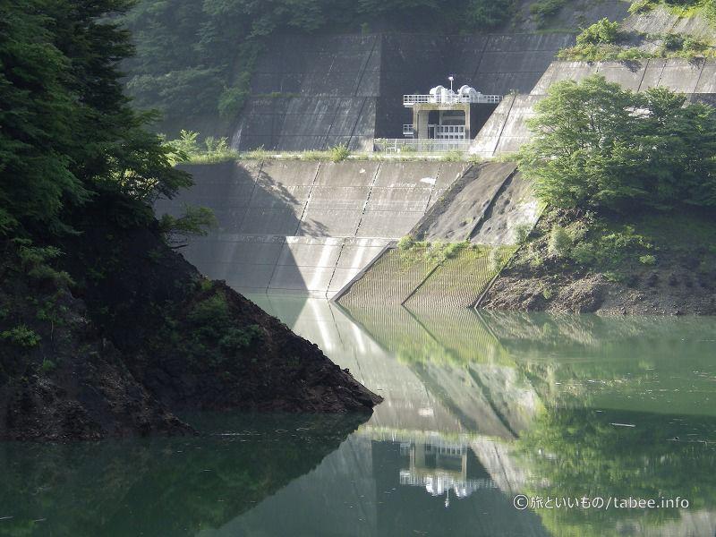今市ダム湖の放水口