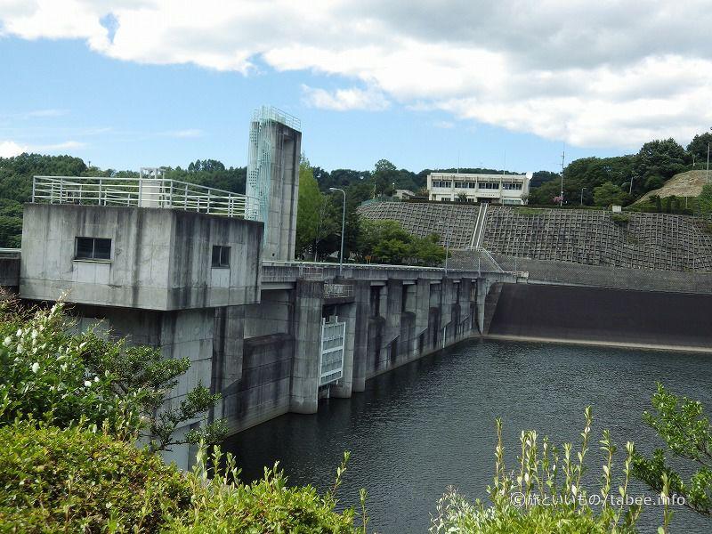 ダム湖側からの眺め