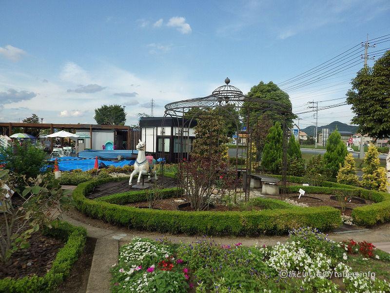 線路の内側は庭園になっています
