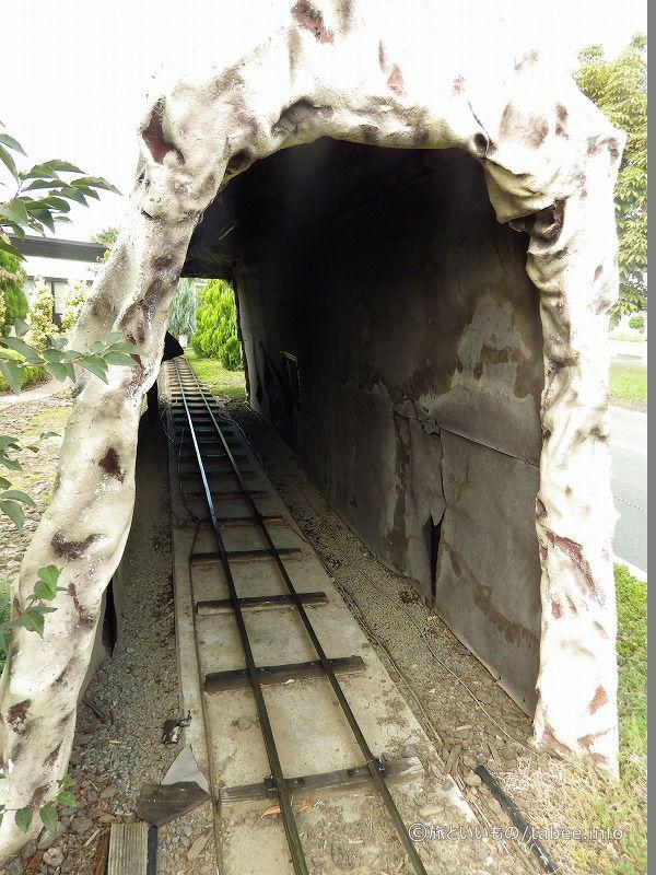トンネルの内側
