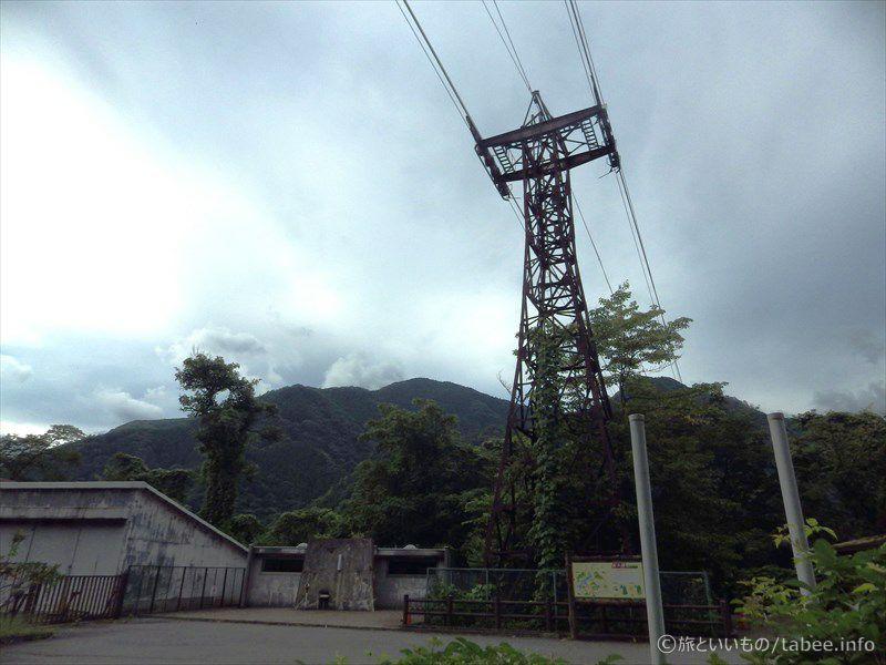 川野駐車場のトイレと鉄塔
