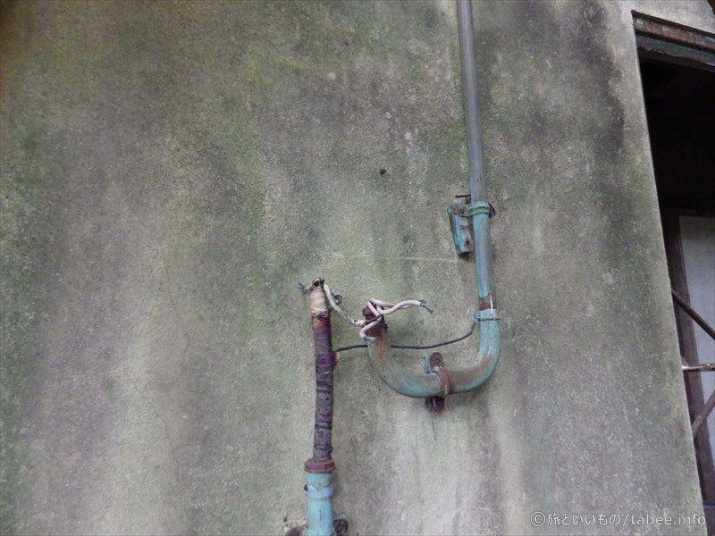 電気の配管と電線