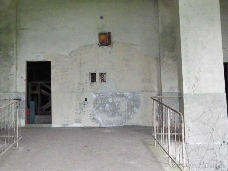 機械室横の壁