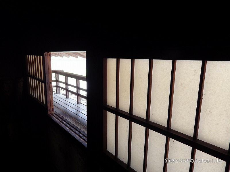 雰囲気のある窓です