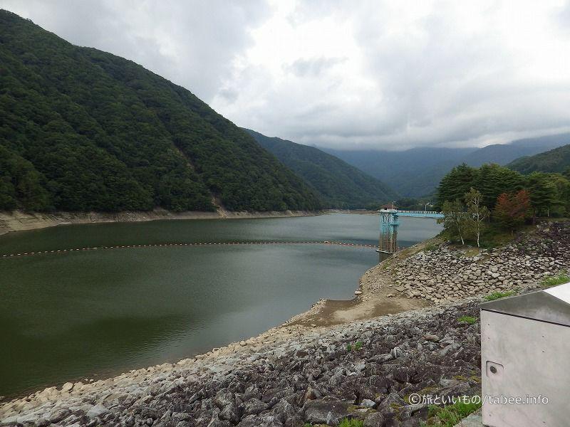 取水塔と広瀬湖