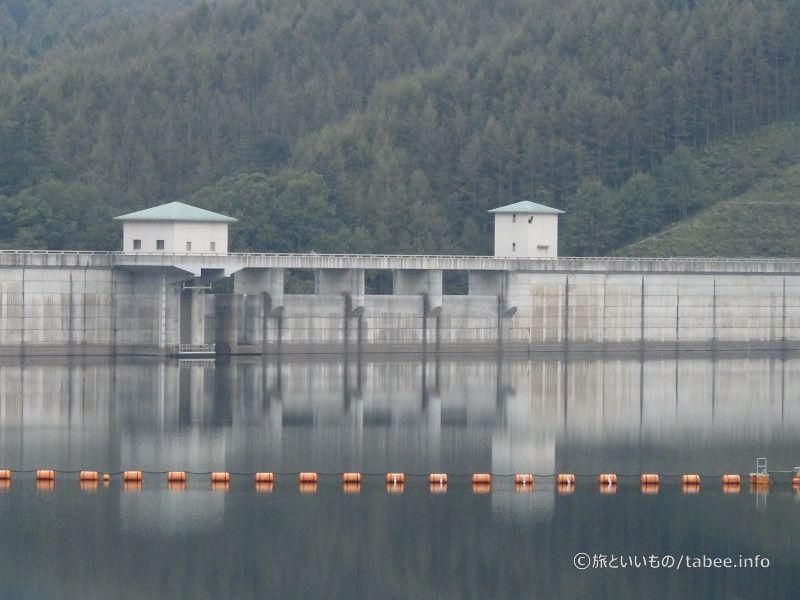 湖岸広場から見た琴川ダム