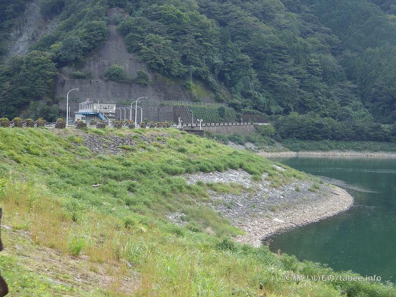 丹沢湖側のロックフィル